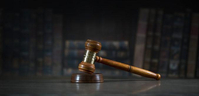 Prípad lodného kapitána sa vracia na súd, Holanďan mal priateľku biť do hlavy a neskôr podpáliť