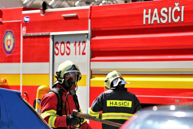 Hasiči zasiahli v banskobystrickom Majeri, po výbuchu v miestnej firme vypukol požiar
