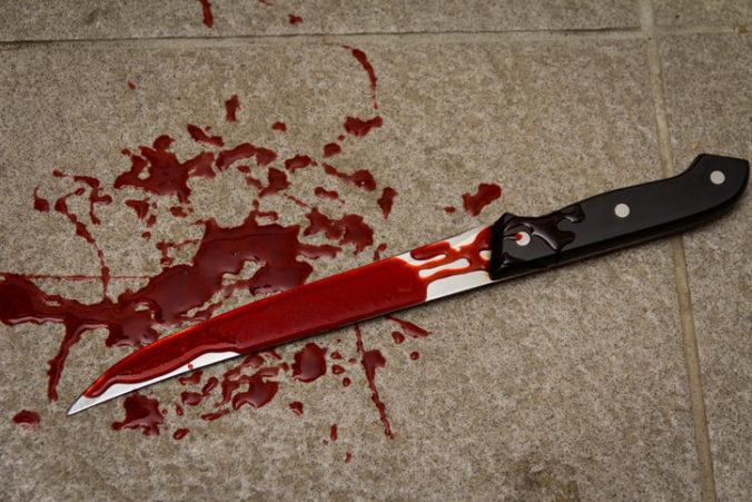 Hádka sa skončila krvavou drámou, otec bodol syna do brucha
