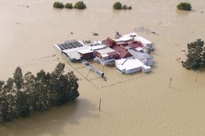 Silný dážď spôsobil záplavy na Novom Zélande, domy a farmy opustili stovky ľudí