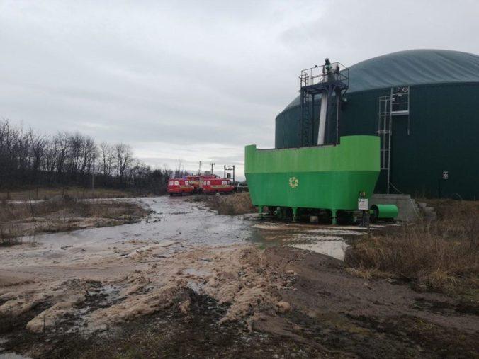Ekologická katastrofa v Čabradskom Vrbovku, do okolia sa vylial digestát (foto)