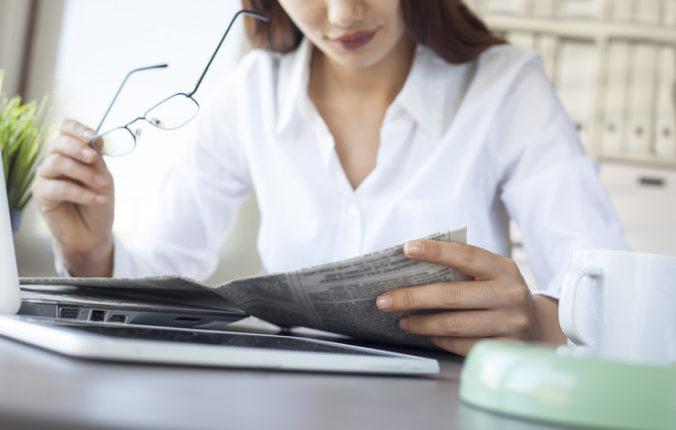 Dezinformačné médiá čítajú aj ľudia s vyšším príjmom a vysokoškolským vzdelaním