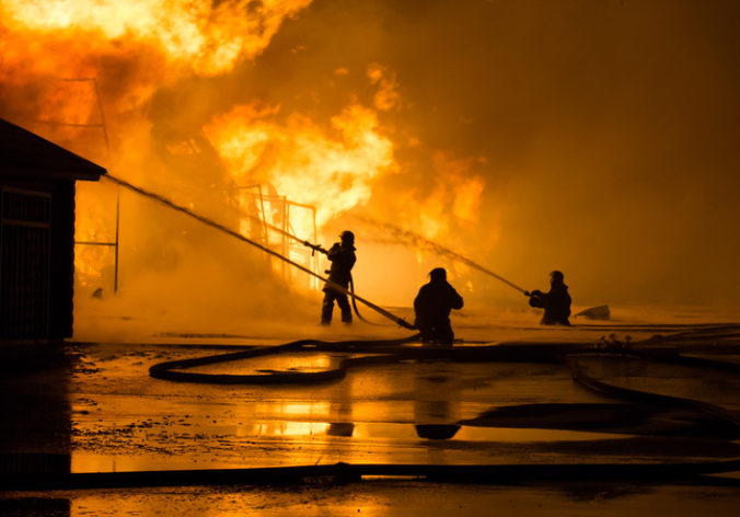 Pri požiari zahynuli matka a šesť detí, otcovi sa ich nepodarilo zachrániť