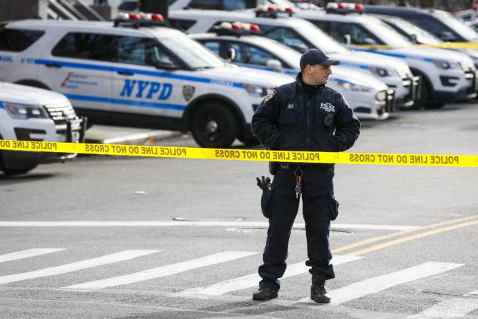 Newyorská polícia chytila muža, ktorý počas dvanástich hodín dvakrát strieľal na policajtov