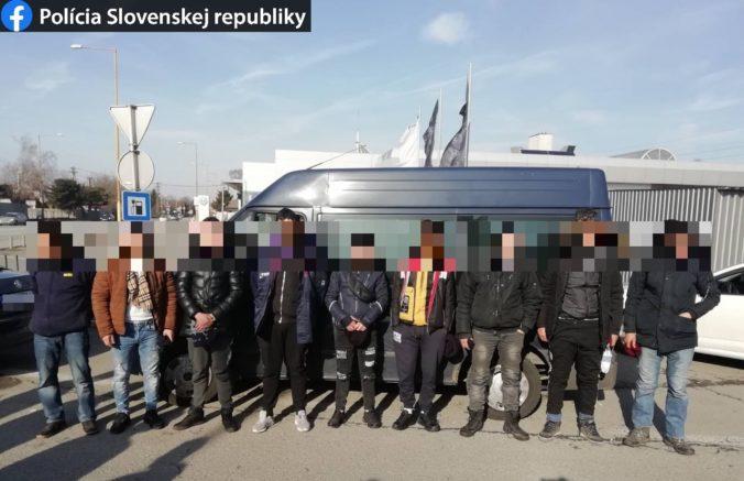 Polícia zachytila v Košiciach auto, ktoré prevážalo deväť migrantov z Alžírska