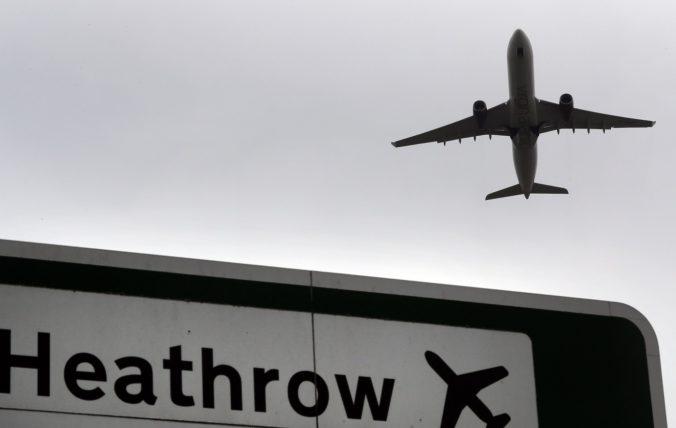 Veľká Británia sa chystá na búrku Ciara. Zrušili lety, vlaky aj trajekty