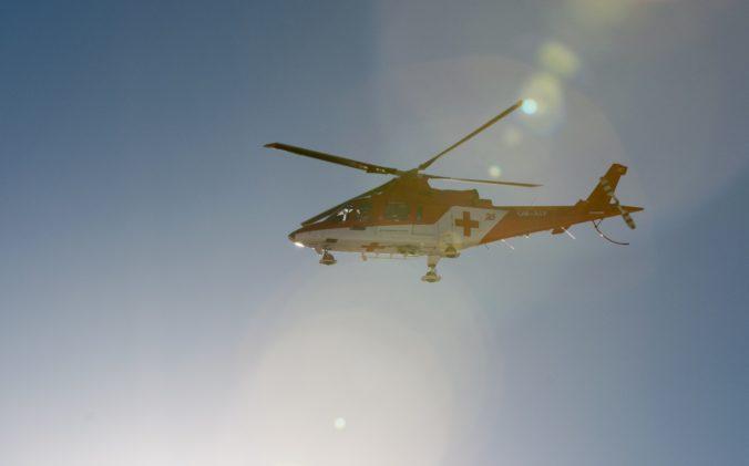 Záchranársky vrtuľník pomáhal dvom turistom, Čech si podvrtol koleno a Poliak skolaboval