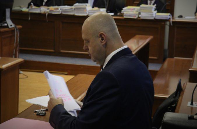 Súd v kauze zmenky: Ruskove podpisy vznikli podľa znalkyne najskôr v roku 2013 (foto)