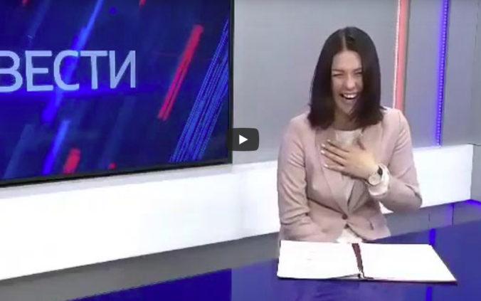 Moderátorka je vo vážnych problémoch pre záchvat smiechu na nových sociálnych príspevkoch vlády (video)