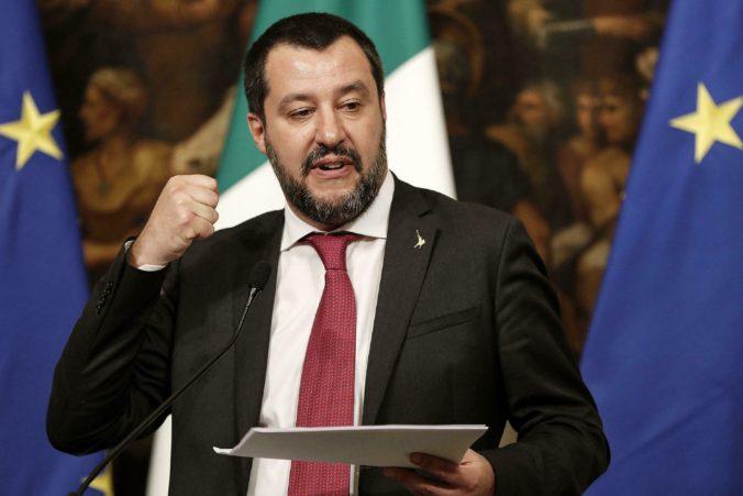 Najpopulárnejšieho talianskeho politika zbavili imunity, môžu ho súdiť za údajný únos