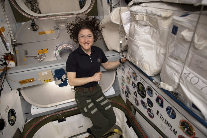 Astronautka Christina Koch má po návrate z vesmíru problémy s rovnováhou a bolia ju svaly