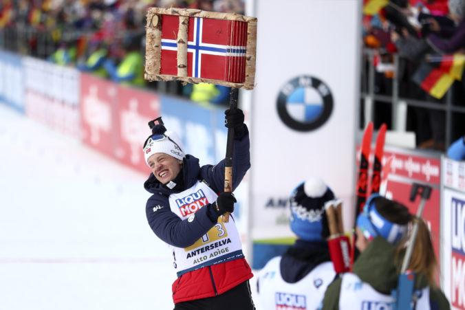 Nórska miešaná štafeta získala zlato na MS v biatlone, Slovákov stiahli z trate