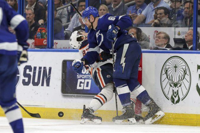 Černák rozdal deväť hitov, Draisaitl je už 90-bodový a súboj Slovákov v NHL sa nekonal (video)