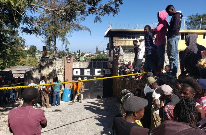 Požiar sirotinca na Haiti si vyžiadal životy trinástich detí, svietili si v ňom sviečkami