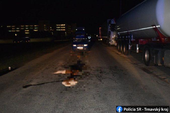 Škoda Fabia zachytila chodca, skončil so zlomenými nohami (foto)