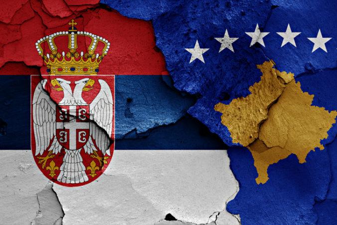 Srbsko a Kosovo pokročili, podpísali dohody o obnovení vlakových a diaľničných spojení
