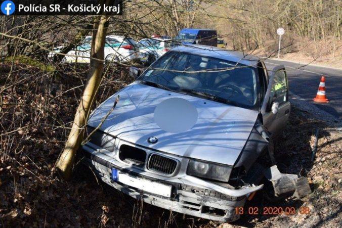 Štrnásťročný chlapec na BMW zostrelil z cesty dôchodcu na Felicii (foto)
