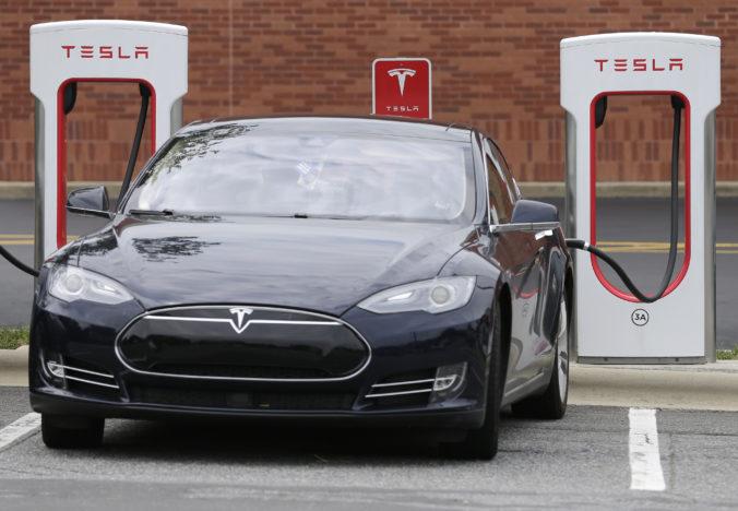 Plánovaný závod Tesla pri Berlíne dostal stopku, môže ohroziť pitnú vodu a životné prostredie