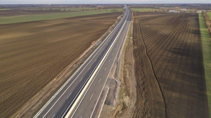 Doma rýchlejšie! Už o pár týždňov bude vodičom odovzdaný 25,2 km úsek R7 Ketelec-Holice
