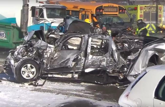 Dvesto áut havarovalo na diaľnici v Kanade, silná búrka si vyžiadala mŕtvych a stovky zranených (video)