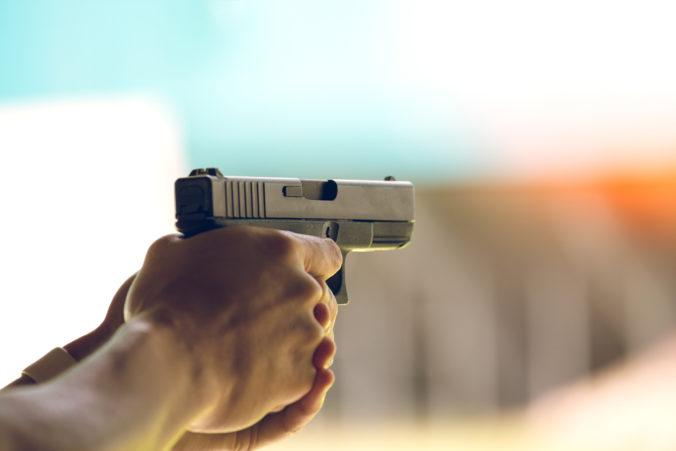 Pre streľbu na univerzitnom internáte zatkli dve osoby
