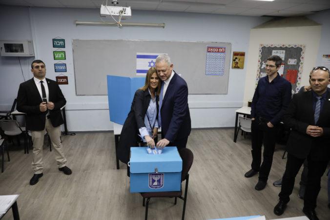 V Izraeli sa konajú už tretie voľby za rok, sily sú vyrovnané a voliči unavení