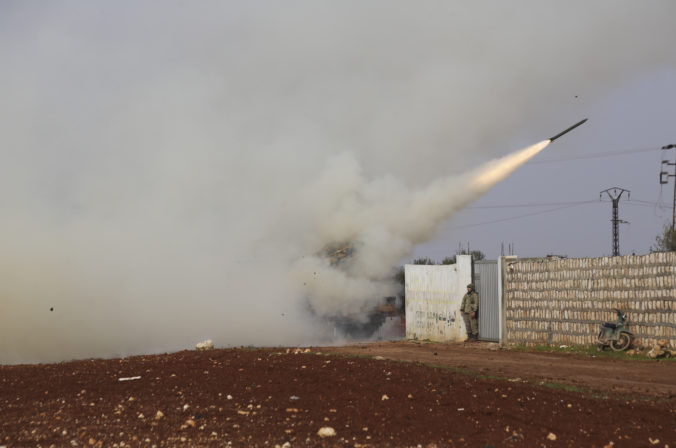 Turecko zostrelilo v provincii Idlib stíhačku sýrskej armády, osud posádky nie je známy