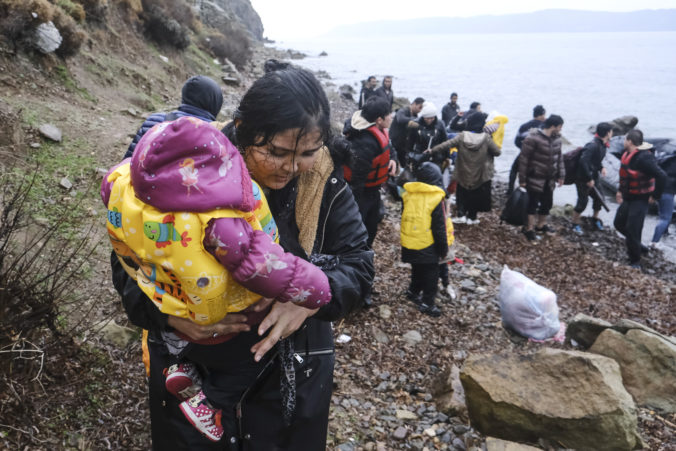 Migranti si razia cestu do Európy, Gréci ich vodnými delami ženú späť na turecké územie
