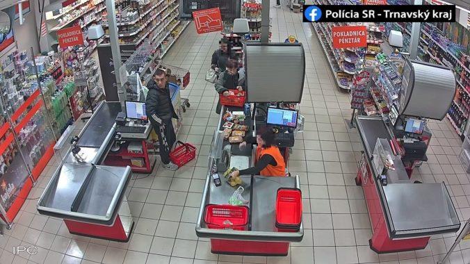 Muž kradol v potravinách, pootvoril si pokladňu a vzal stovky eur