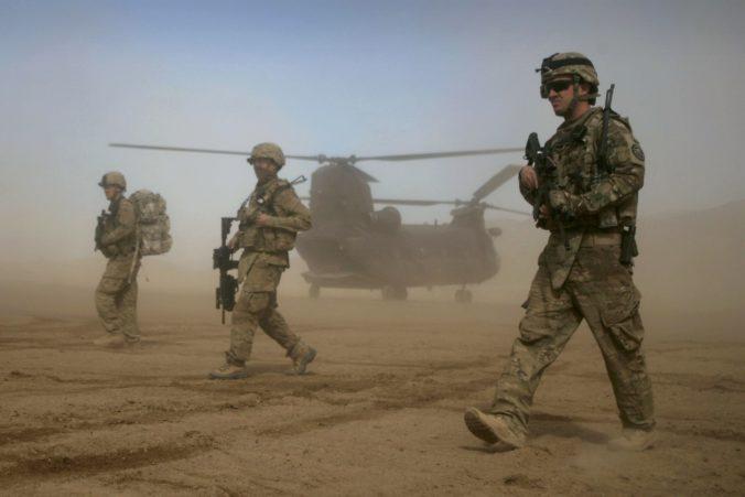 Američania začali s odsunom svojich vojakov z Afganistanu