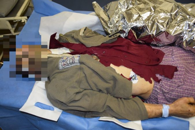 Polícia pátra po totožnosti mŕtveho muža, našli ho v doline Tri vody