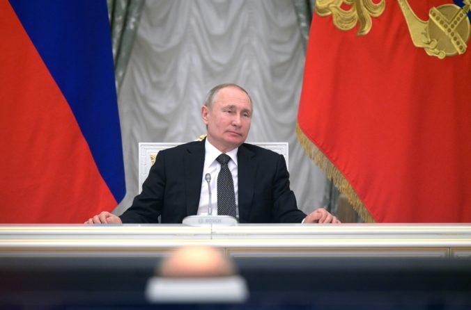 Putin podpísal novelu ruskej ústavy, zaistí mu pokračovanie politickej kariéry do roku 2036