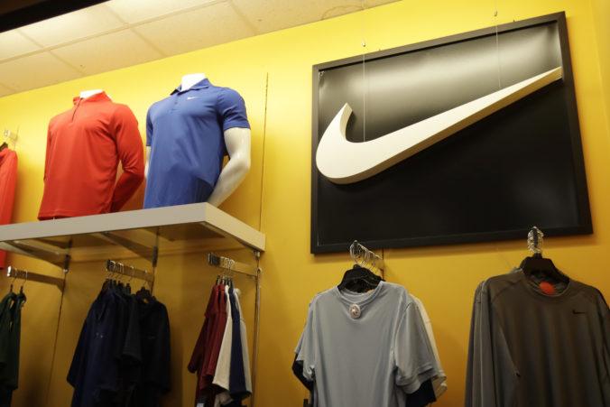 Spoločnosť Nike zatvorí všetky predajne v USA aj v iných častiach sveta, snaží sa obmedziť šírenie koronavírusu