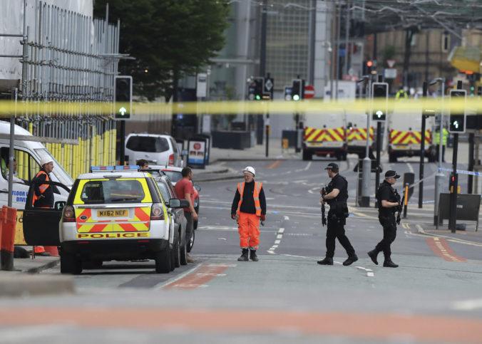 Brat útočníka z Manchestru je vinný z vraždy 22 ľudí, čin mesiace plánovali