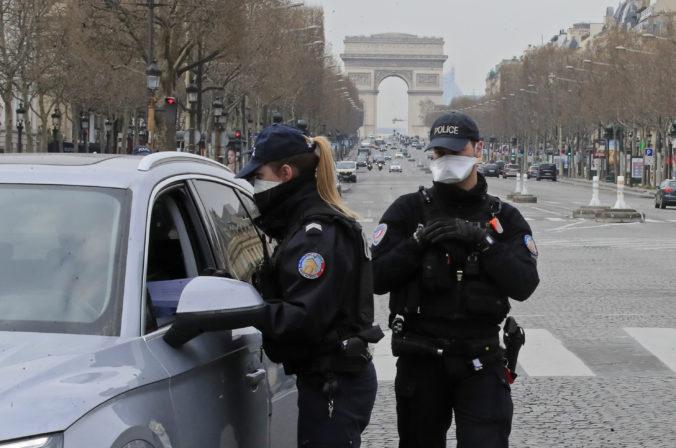 Francúzski policajti posielajú ľudí z ulíc domov, individuálne športovanie je povolené