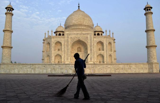 India bojuje so šírením koronavírusu, zatvorila Tádž Mahal a pozastavila vydávanie víz