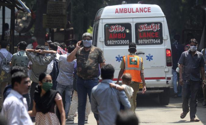 India nepustí cez hranice už ani vlastných občanov, pred hovorom šíria informácie o koronavíruse
