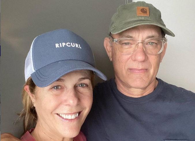 Toma Hanksa a jeho ženu prepustili z nemocnice, pár zostane v domácej karanténe