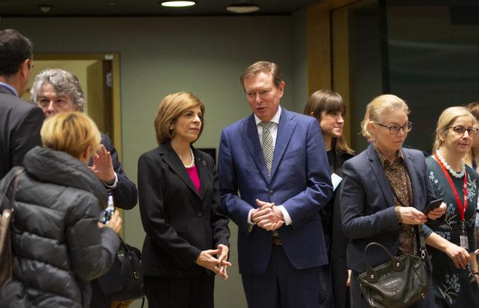 Holandský minister zdravotníctva odpadol počas parlamentnej debaty o koronavíruse (video)