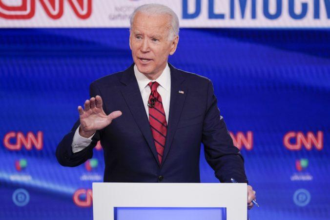 Joe Biden vyhral primárky v ďalších štátoch, niektorí demokrati vyzývajú Sandersa k odstúpeniu