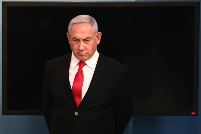 Netanjahu sa drží pri moci len vďaka koronavírusu, opozícia ho viní z nedemokratického konania
