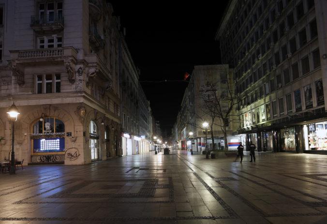 Srbsko úplne uzatvorilo svoje hranice, v krajine zaviedli aj zákaz nočného vychádzania
