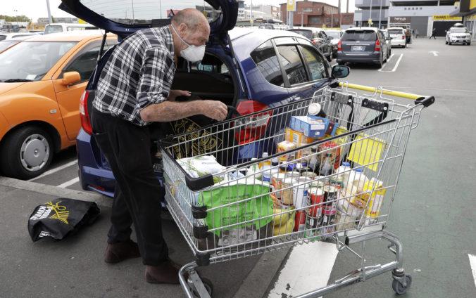 Nový Zéland sa uzatvára pred svetom, obyvatelia si pripravujú zásoby na dlhé týždne