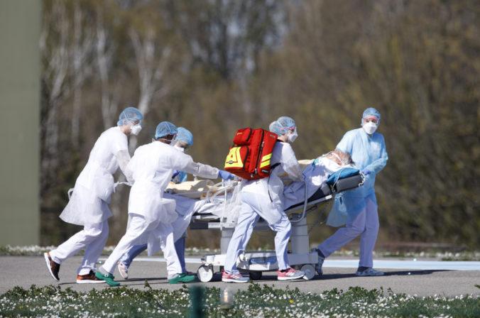 Najviac nakazených ľudí koronavírusom je v Európe a USA, počet obetí už presiahol 16-tisíc