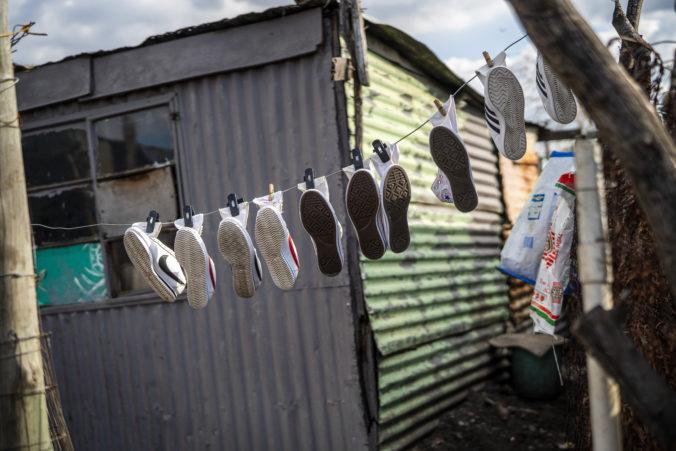 Juhoafrická republika zavedie zákaz vychádzania, ľudia nebudú môcť ani vyvenčiť psov
