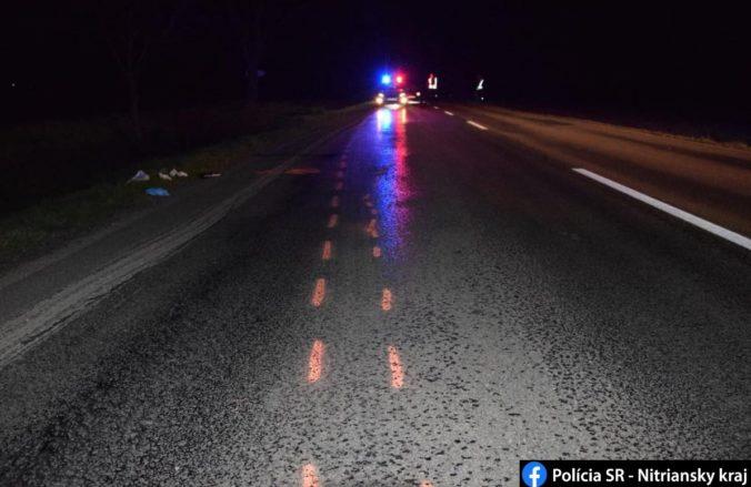 Zrazil chodca a z miesta nehody ušiel, polícia pátra po nezodpovednom vodičovi (foto)