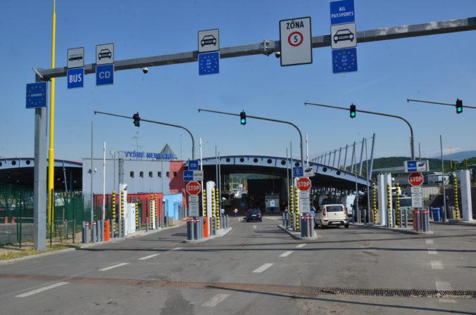 Ukrajina uzatvorí svoje hranice, domov nevpustí ani vlastných občanov