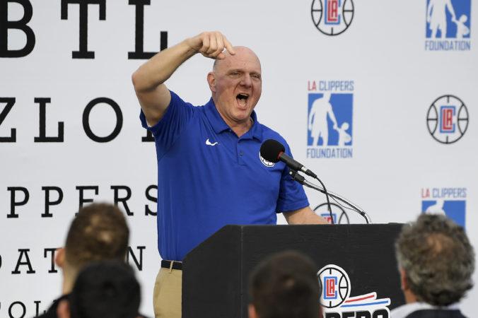 Majiteľ Los Angeles Clippers venoval 13 miliónov dolárov na boj proti pandémii koronavírusu