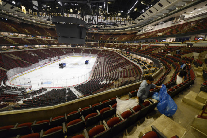 NHL predĺžila hráčom odporúčanú izoláciu, vedenie ligy zvažuje možnosť pokračovania v lete