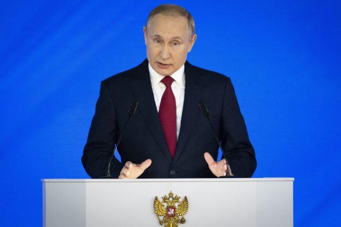 Putin prikázal väčšine ľudí, aby neprišli do práce až do konca apríla